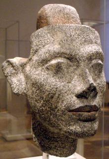 220px statueheadofnefertiti01