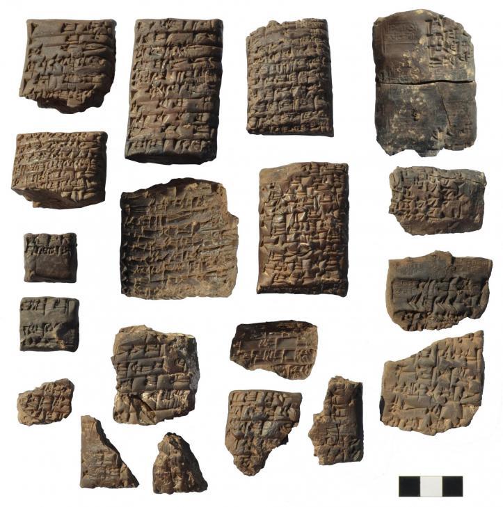 3excavating tabletsb tell as sadoum marad irak 11 2019