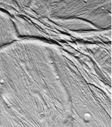 ces-fissures-pourraient-mener-a-une-zone-d-habitat-propice-au-developpement-de-certaines-formes-de-vie-credits-nasa-45347-w460.jpg