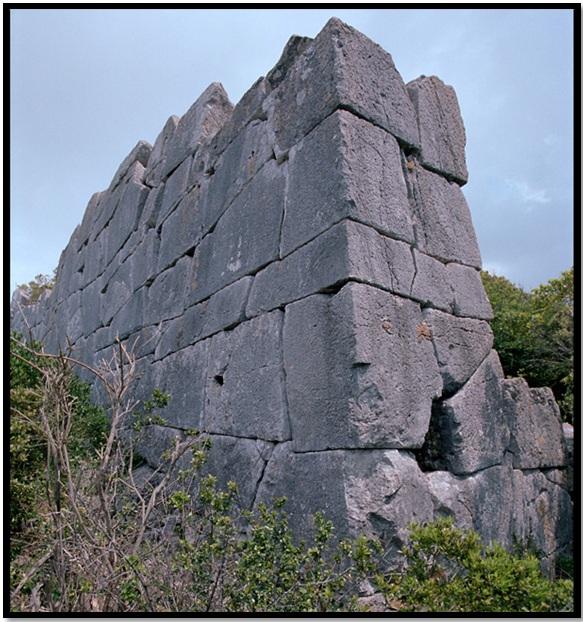 cyclopean-ruins-san-felice-circeo-3-1.jpg