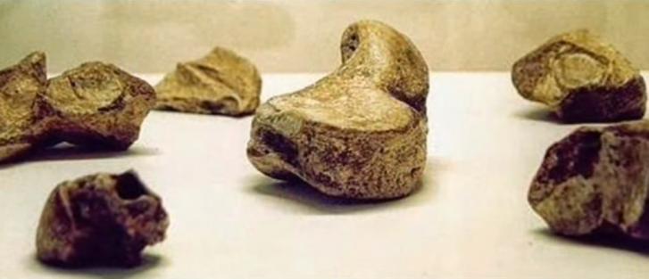 Equateur pyramide artefacts3
