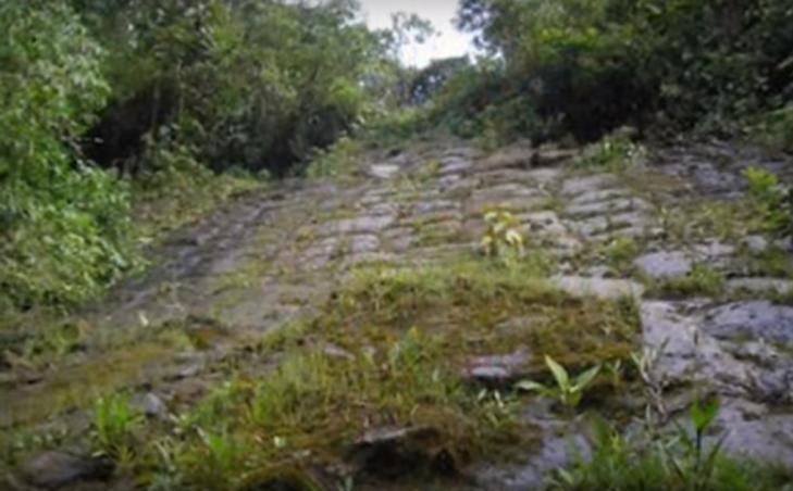 Equateur pyramide cascade2