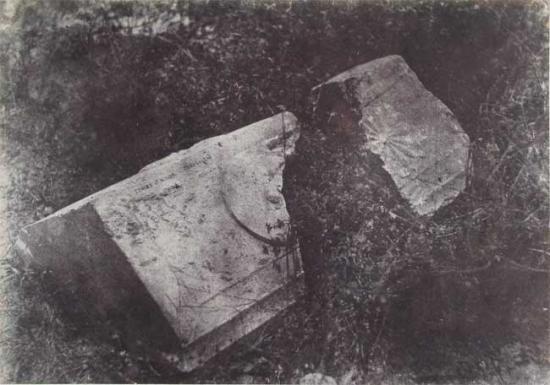 fragmentsarcophagetombeaurois.jpg