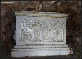 grotte-adam-bas-relief.jpg