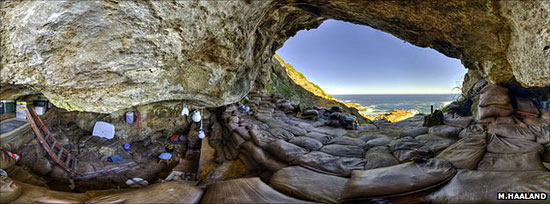 interieur-grotte-blombos-par-henshilwood.jpg