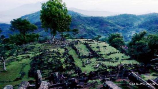 java-pyramids-indonesia.jpg