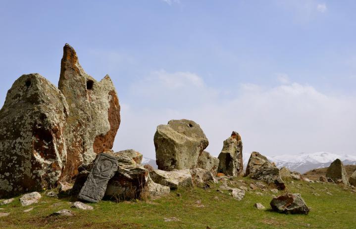 Karahunj megaliths2