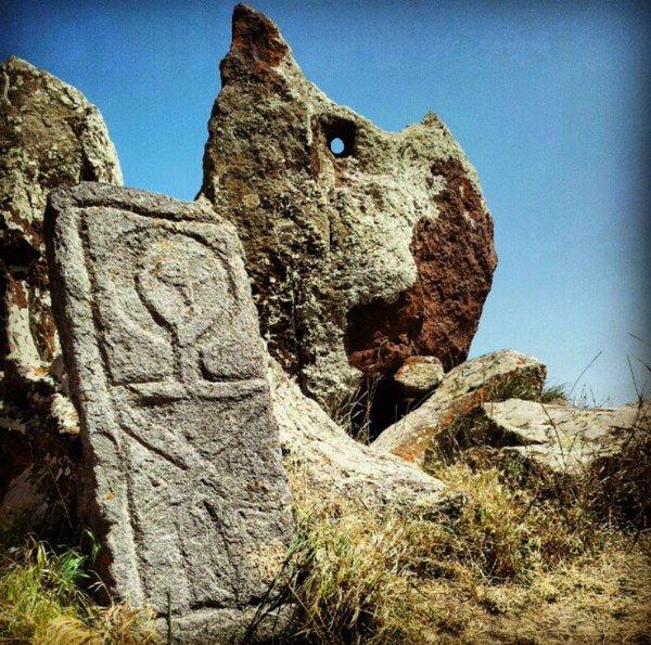 Karahunj megaliths3