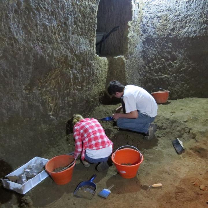 Pyramid etruscian2 tunnelrooma