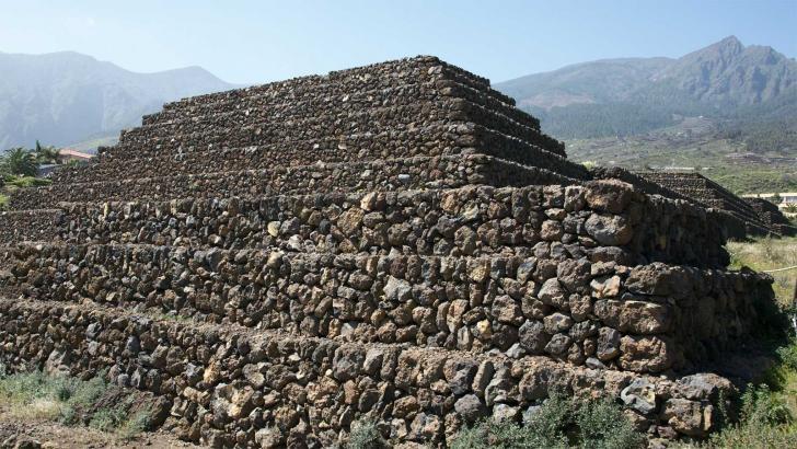 Pyramides tenerife guimar