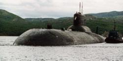 sous-marin-nucleaire-russe-au-port-militaire.jpg