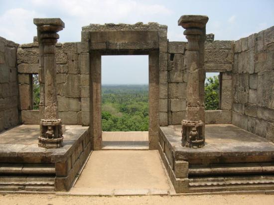 yapahuwa-ruins.jpg