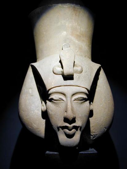 Akhenaton plus age