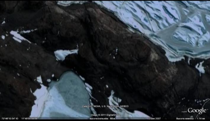 Antarctique russe pyramide1