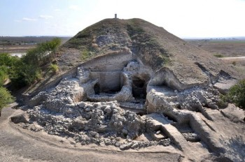 bulgarian-archaeologists-say-that-have-uncovered-the-oldest-prehistoric-town-found-to-date-in-europe.jpg