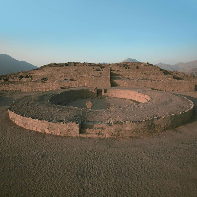 Caral amphitheatre pyramide centrale