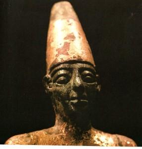 Crane tete longue phenicie statue de bronze byblos liban