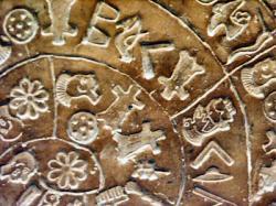 diskos-von-phaistos-detail-1-11-aug-2004-asb-pict3372.jpg