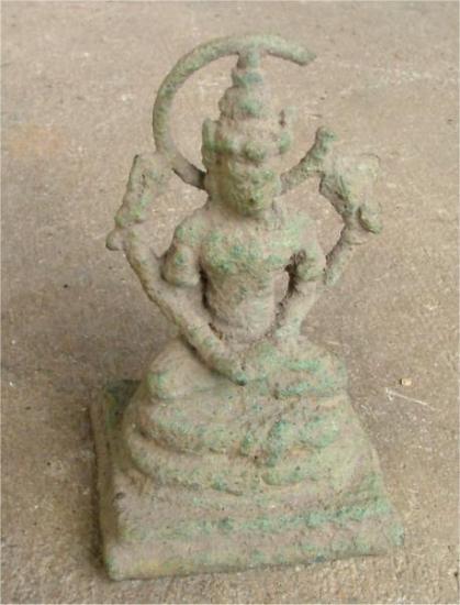 gympie-pyramid-statue.jpg
