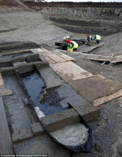 huit-bateaux-prehistoriques2.jpg
