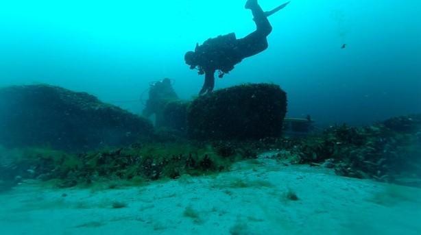 Lac huron un plongeur au dessus d un site de chasse englouti