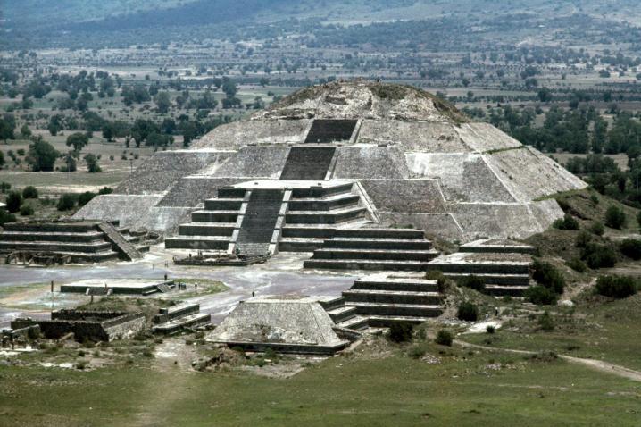 Pyramide de la lune teotihuacan
