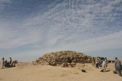 Pyramidenew4600bg