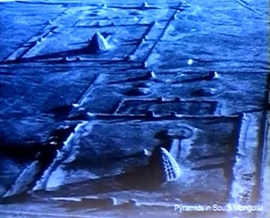 pyramidesmongoliesud.jpg