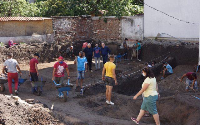 Slatina neolithic settlement sofia bulgaria 8000 year old graves prehistory 3