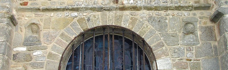 Steles gallo romaines eglise de chatelneuvre