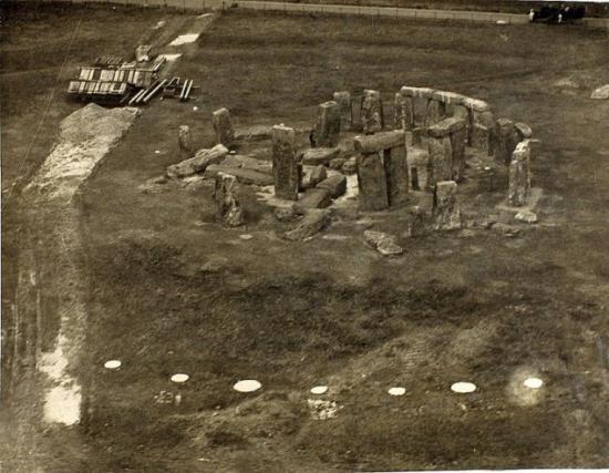stone-henge-salisbury-1918.jpg