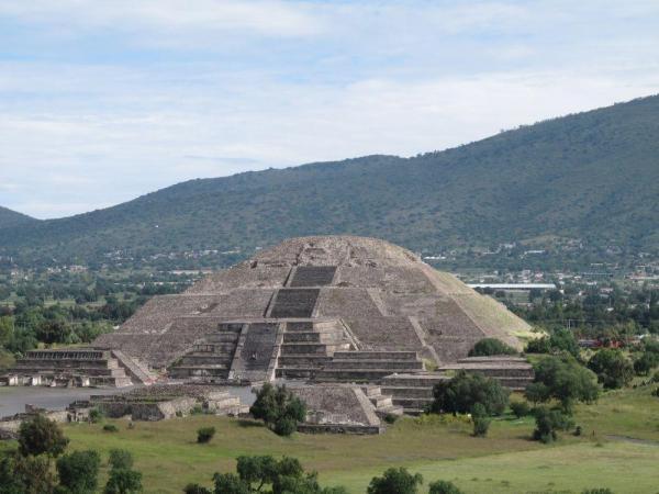Teotihuacan pyramidelune