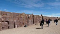 tiahuanaco24-mur-immense.jpg