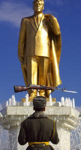 Tkmnstn repression statuedictat