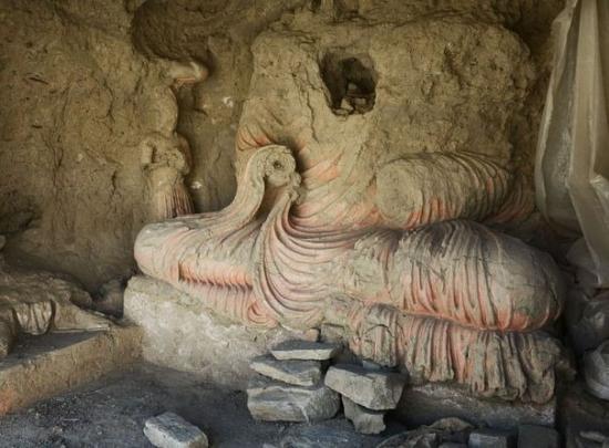 une-statue-endommagee-de-bouddha-sur-le-site-de-mes-ainak.jpg