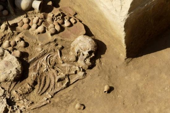 Unsquelette vieux de 1 500 ans intriguent les archeologues au perou